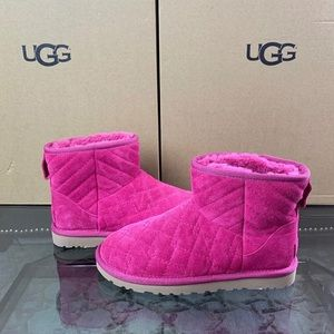 New Ugg Pink Quilted Lonely Heart Mini 6